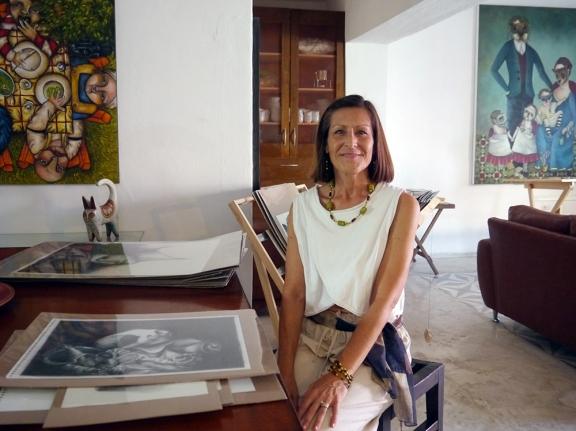 Cindy welcomes folks to Viviana's studio